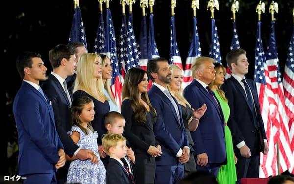 家族総出でトランプ大統領を支援している(8月、ワシントン)=ロイター