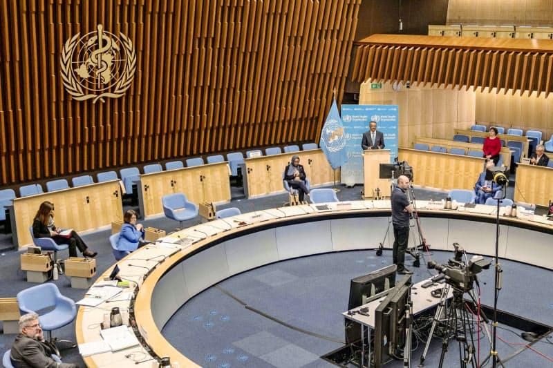 WHOの役割も問われる(5月にジュネーブで初のテレビ電話会議方式で行われたWHO総会)=新華社・共同