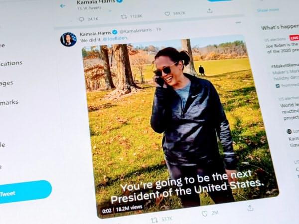 ハリス氏は当選を確実にしたバイデン氏に電話する様子を撮影した動画をツイッターに投稿した。