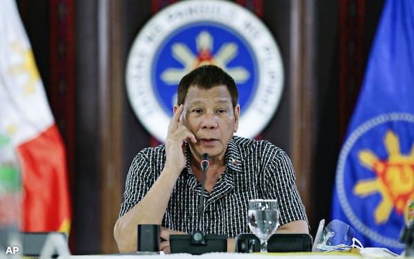 フィリピンのドゥテルテ大統領(10月、マニラ)=大統領府提供・AP