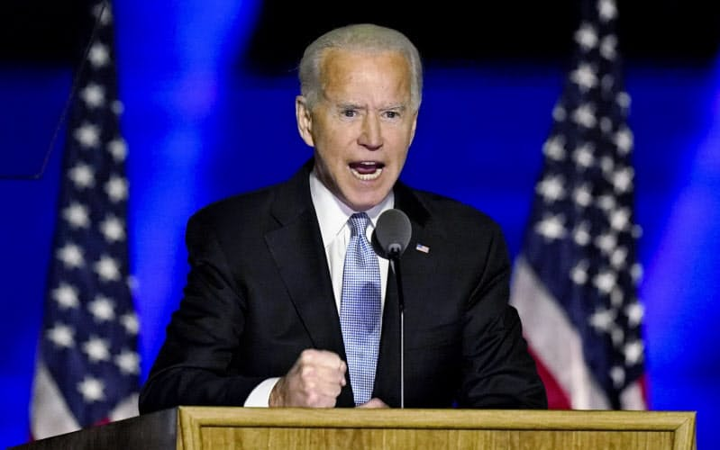 バイデン氏は勝利演説で「分断でなく、結束めざす大統領になる」と宣言した(7日、デラウェア州ウィルミントン)=AP