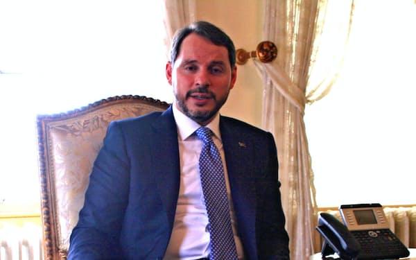 辞意を表明したアルバイラク財務相(1月)