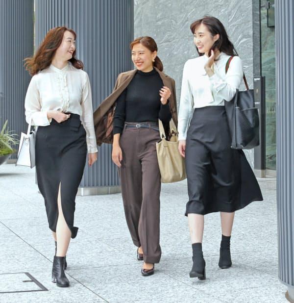 コロナ下で、よりカジュアルになったオフィス着(東京・渋谷)