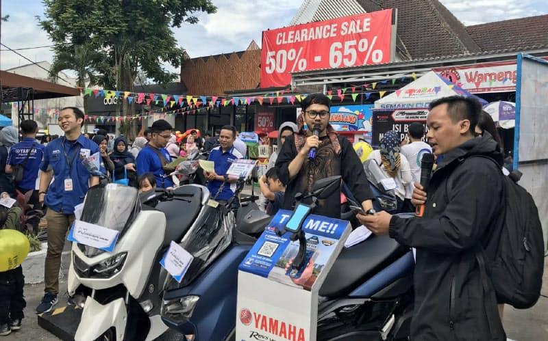ヤマハ発はインドネシアで同社で初となる「つながるバイク」を発売(写真は地方でのイベント)