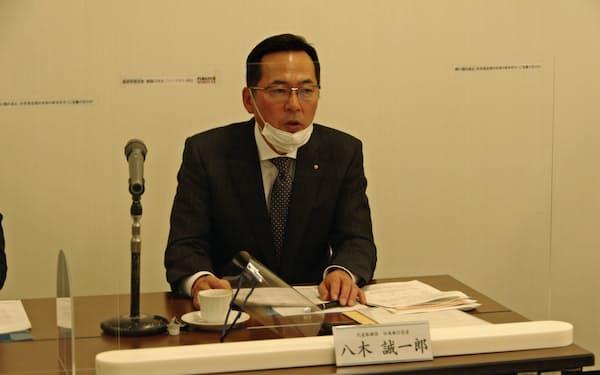 決算を発表するフクビ化学工業の八木誠一郎社長(10日、福井市)