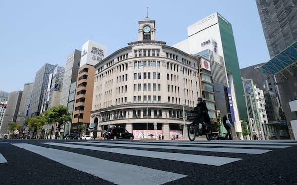 新型コロナウイルスの影響で閑散とする銀座(4月29日、東京都中央区)