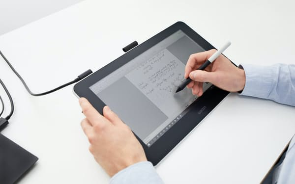 新型コロナの影響でオンライン授業が浸透するなど、ペンタブレットの需要が拡大している