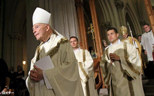 マカリック元枢機卿(左)は米国のカトリック教会で大きな影響力を持っていた(写真は2014年10月)=ロイター
