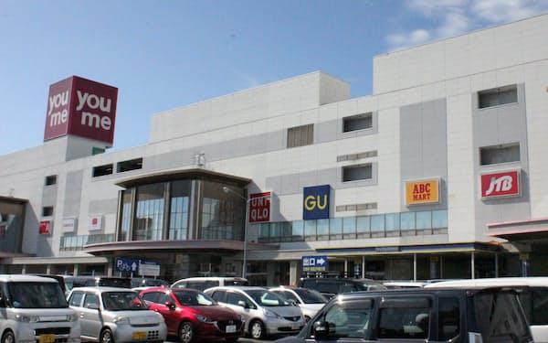 広い駐車場を利用したドライブスルー販売なども計画している(広島市のゆめタウン)