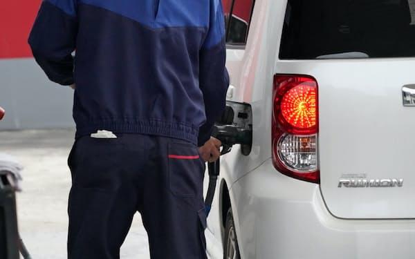 ガソリン需要は減少が続きそうだ(千葉県習志野市の給油所)