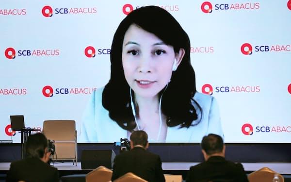 オンラインで講演するSCBアバカスのスッターパー・アモーンウィワットCEO(11日午後、東京都千代田区)