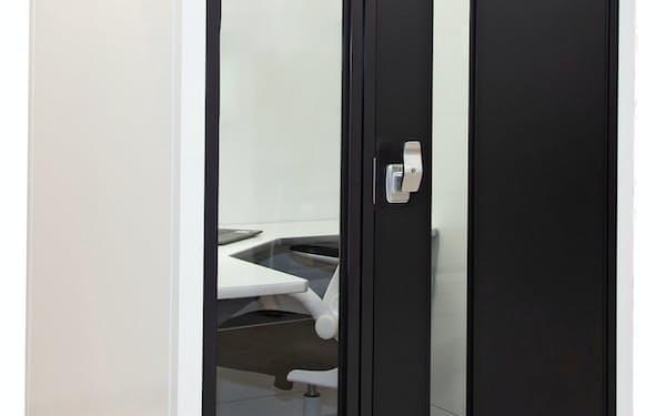 新型コロナ対策として、10月にデスク付きの個室ブースを発売した