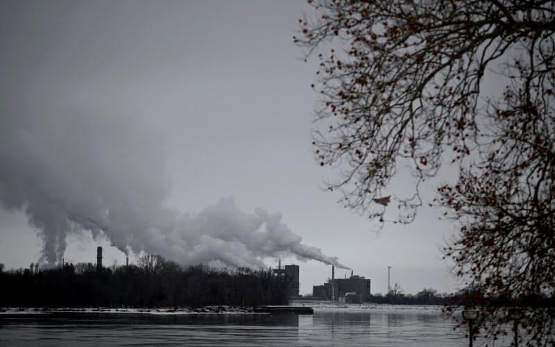CO2排出拡大に直面するバイデン氏(写真=ロイター)