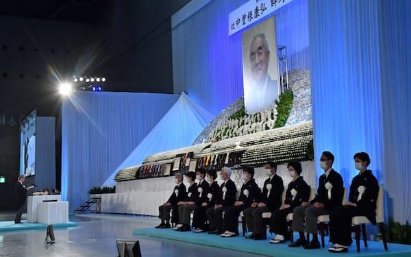 中曽根元首相の地元合同葬では福田康夫元首相が追悼の言葉を述べた(12日、群馬県高崎市)