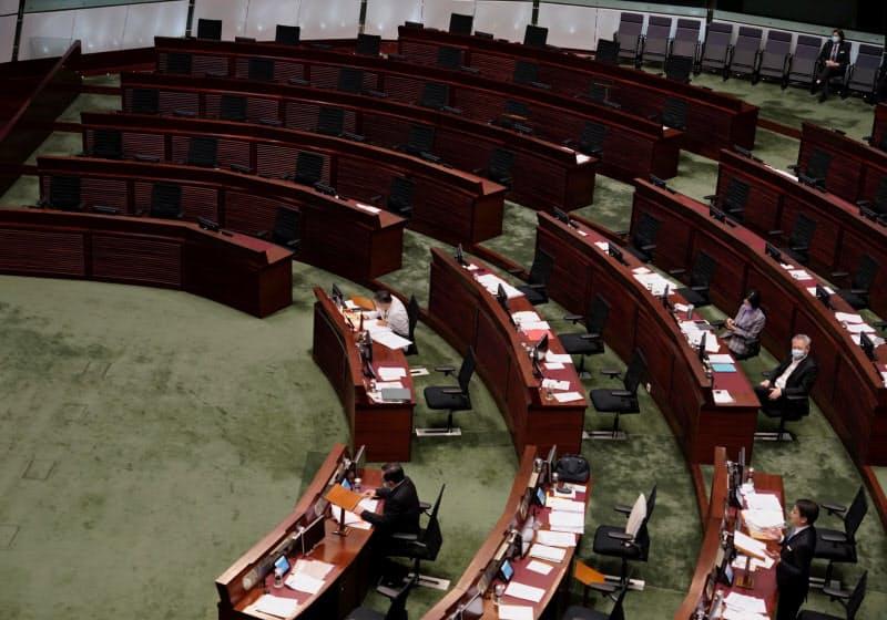 12日、民主派の空席が目立つ香港立法会=AP