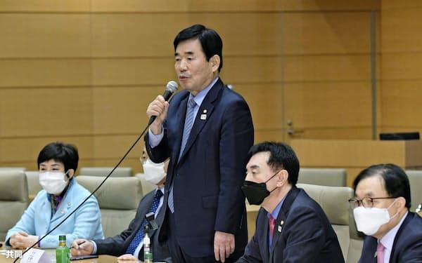 日韓・韓日議連の合同幹事会であいさつする韓国側の金振杓会長(12日)=共同
