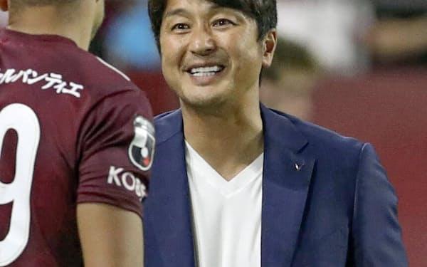 三浦監督は「ACLで勝ってアジアのナンバーワンになりたい」と意気込む=共同