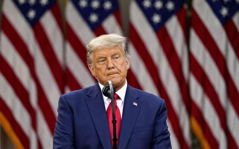 13日、トランプ米大統領は演説で再選に固執するいつもの強気姿勢が見られなかった(ワシントン)=AP
