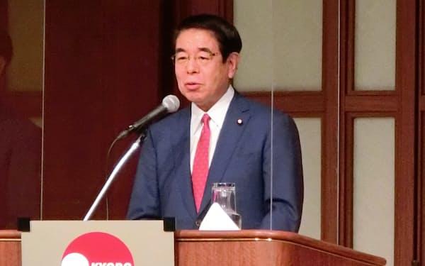 都内で講演する自民党の下村政調会長(16日、東京・港)