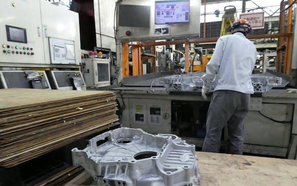 トラックのエンジン部品など大型のダイカストを生産できるのが強み