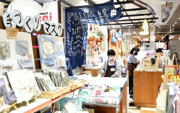 巣ごもり需要で手芸用品やミシンが売れている(名古屋市内の手芸用品店)