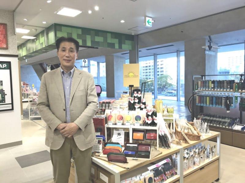 木村社長はバイヤーが独自目線で集めた商品コーナー「Hinata Selection」を宮崎店に設ける(宮崎市)