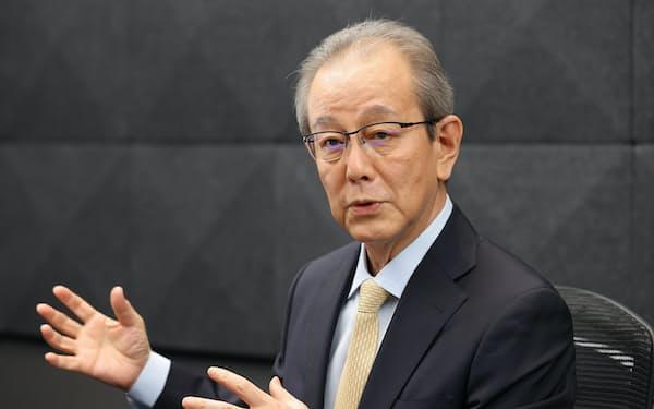たけうち・やすお 80年(昭55年)中大商卒、オリンパス光学工業(現オリンパス)入社。経理・財務畑を歩み12年取締役。16年副社長。19年4月から現職。東京都出身、63歳