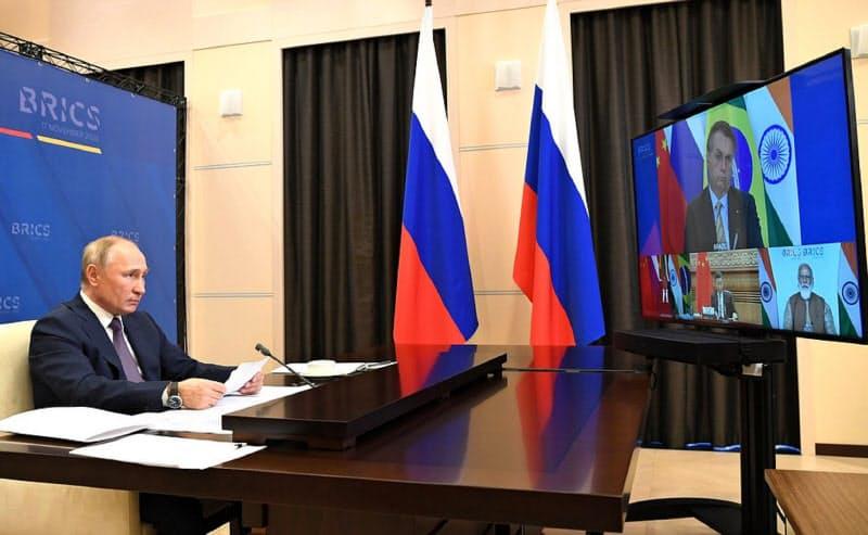 BRICS首脳会議にオンラインで参加するプーチン氏(17日、モスクワ郊外)=ロシア大統領府