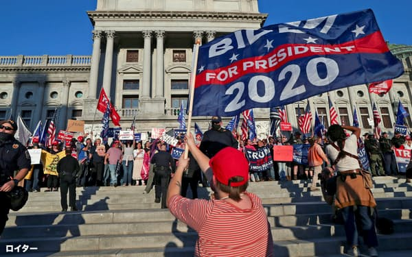 FILE PHOTO: Supporters of U.S. President Donald Trump rally as a supporter of Democratic presidential nominee Joe Biden celebrates outside the State Capitol building after news media declared Biden to be the winner of the 2020 U.S. presidential election, in Harrisburg, Pennsylvania, U.S., November 7, 2020.  REUTERS/Leah Millis/File Photo