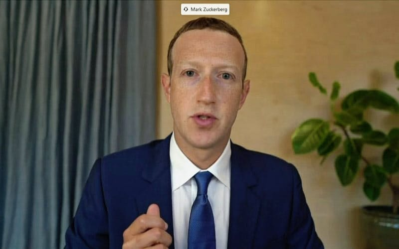 米議会公聴会にビデオ会議システムを通じて参加したフェイスブックのザッカーバーグCEO=ロイター