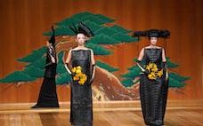 能舞台でファッションショー 観世清和とコシノジュンコ