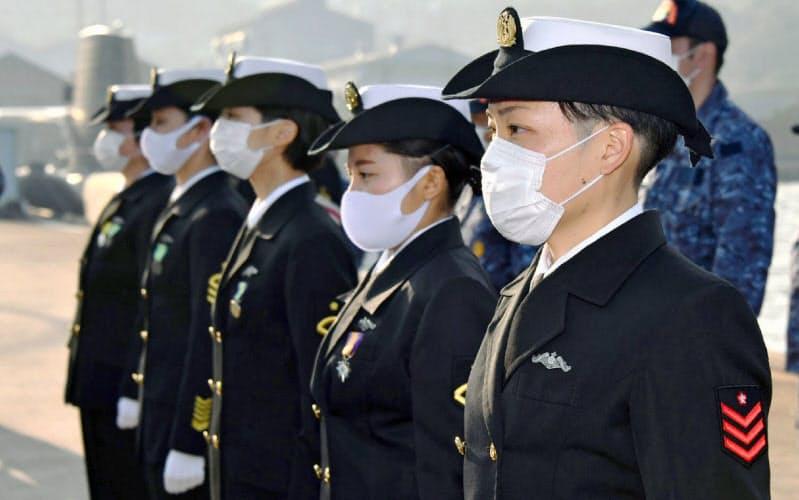 海上自衛隊に初の女性潜水艦乗組員が誕生した(10月、広島県呉市)=海上自衛隊呉地方総監部提供・共同