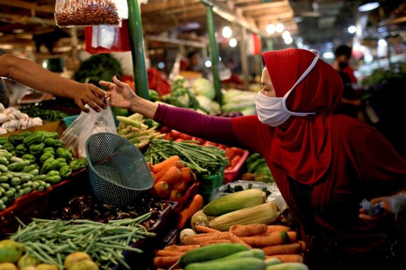 インドネシアでは国内総生産(GDP)の6割を占める家計消費の回復が鈍い(9月、ジャカルタ)=ロイター