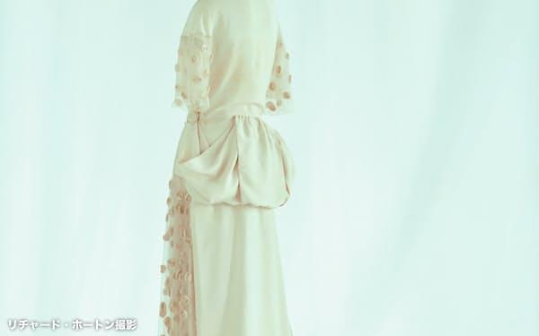 直線的な裁断など着物の影響を感じさせるウェディング・ドレス(マドレーヌ・ヴィオネ、1922年)(C)京都服飾文化研究財団、リチャード・ホートン撮影