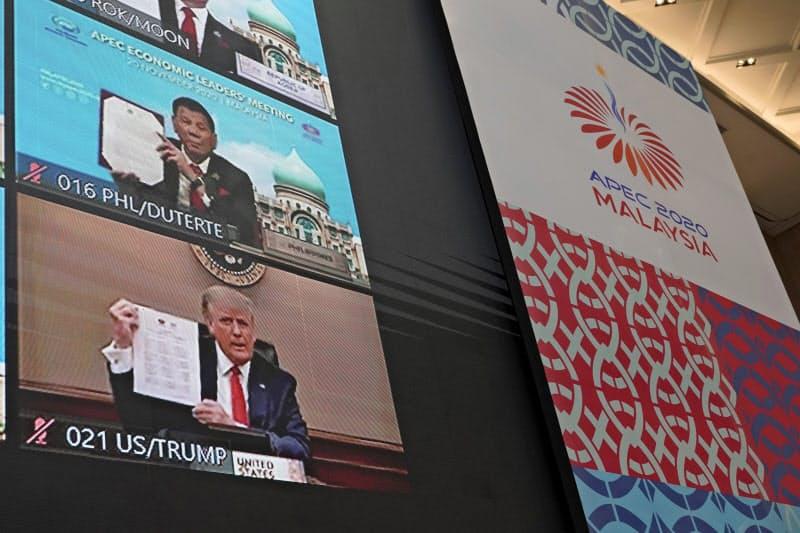 オンラインのAPEC首脳会議に出席したトランプ米大統領(下)=AP