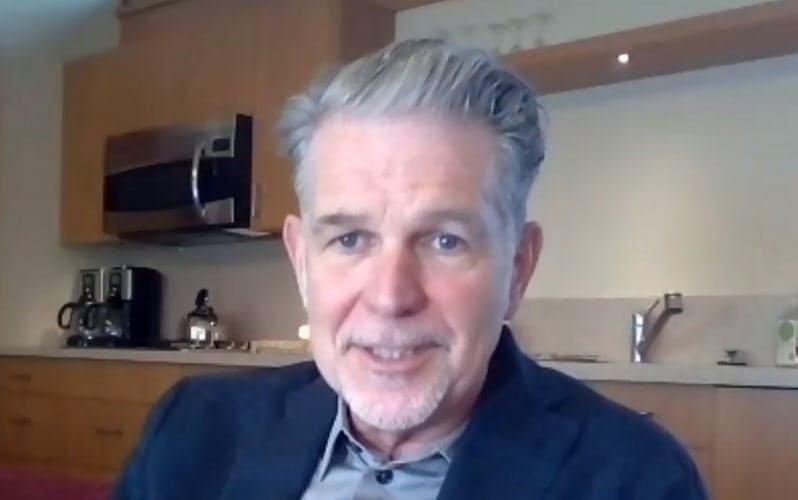 オンラインで講演するネットフリックスのリード・ヘイスティングスCEO