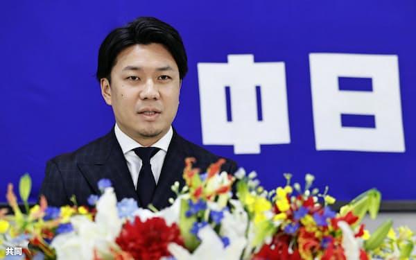 沢村賞に選ばれ、記者会見する中日の大野雄大投手(23日、ナゴヤ球場)=共同