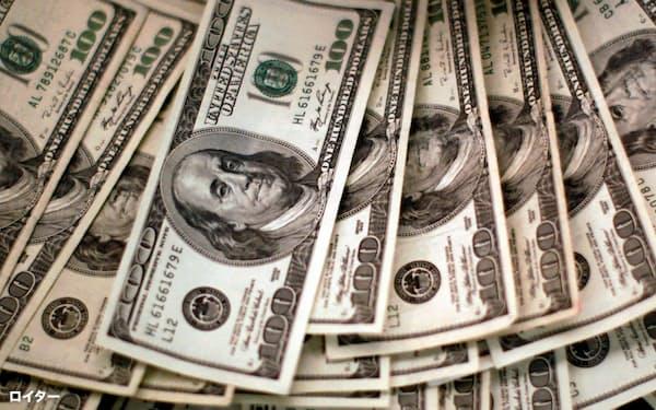 財政収支と経常収支の「双子の赤字」の膨張がのしかかる=ロイター
