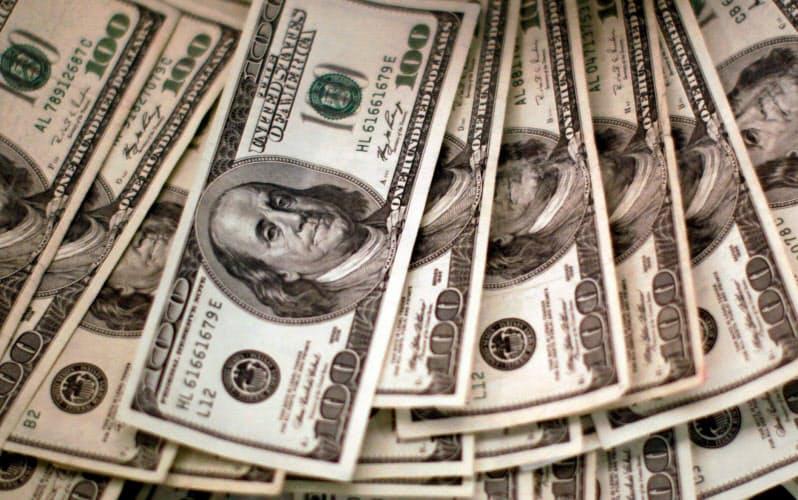 弱いドル、理論値さらに安く 米「双子の赤字」膨張