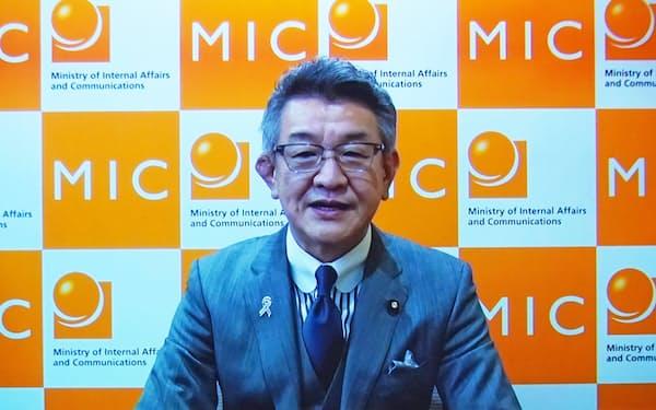 ビデオメッセージで特別講演する武田良太総務相(24日、東京都千代田区)