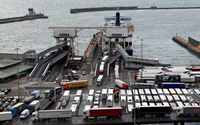 英南部ドーバー港は荷物の検査などに必要なスペースが限られ、物流の混乱が予想されている(9月)=ロイター