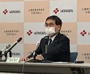 記者会見する四国電力の長井社長(高松市)