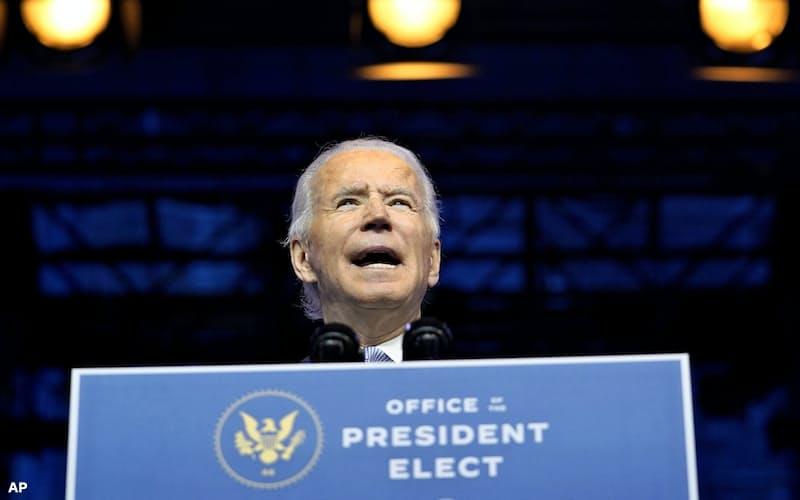 外交・安保分野の人事を紹介するバイデン前副大統領(24日、東部デラウェア州)=AP