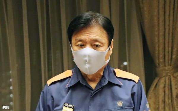 福岡県庁で開かれた鳥インフルエンザの対策本部会議で発言する小川洋知事(25日午前)=共同