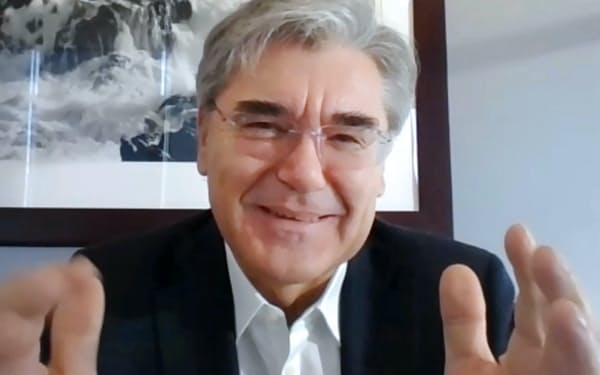 オンラインで講演するシーメンスのジョー・ケーザー社長兼CEO(10日)