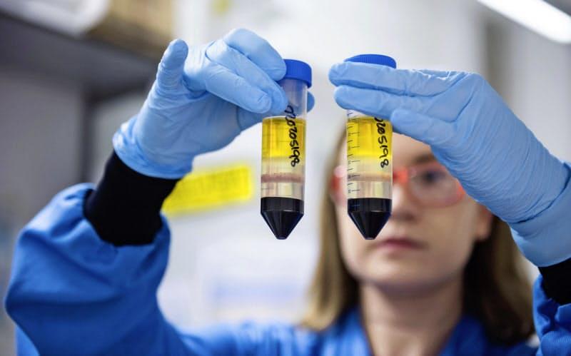 コロナワクチン開発に取り組むオックスフォード大学の研究者(同大提供)=AP