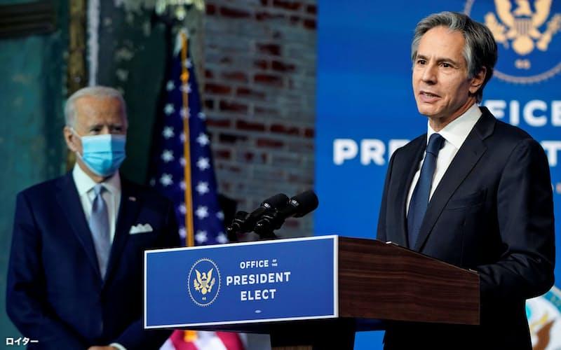 次期米国務長官に起用されたブリンケン氏(右)=ロイター