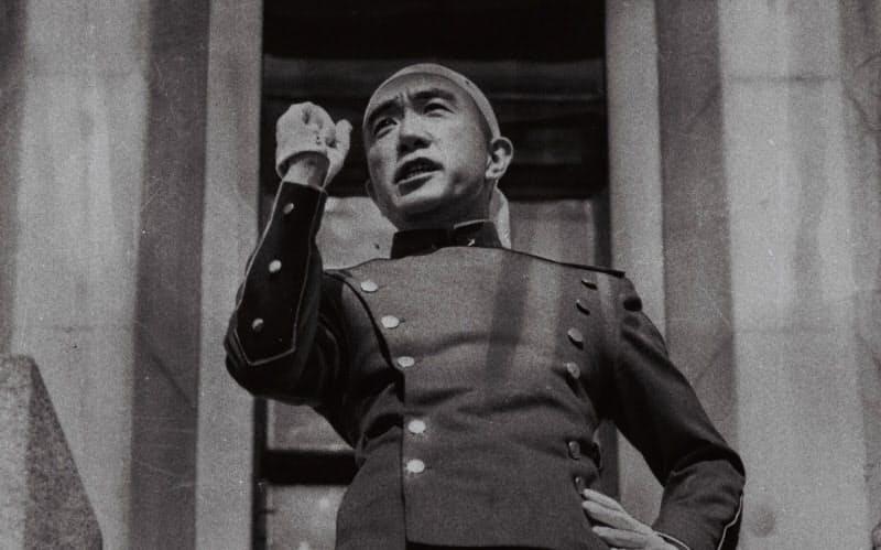 三島由紀夫没後50年 今も残る自決現場の刀傷