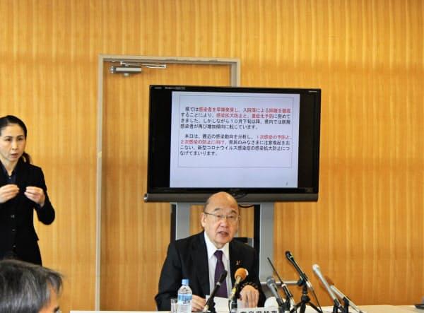 奈良県の新型コロナウイルス感染症対策本部会議で発言する荒井正吾知事(25日)