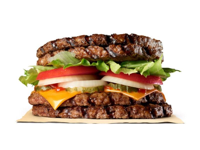 バーガーキングが販売する新商品「エクストリーム超ワンパウンドビーフバーガー」